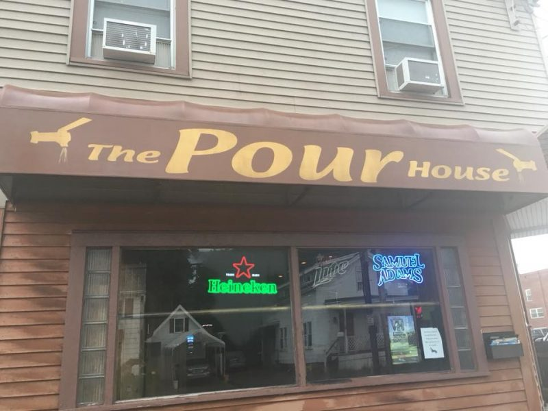 Chicken Wing Review/QB Comparison: Pour House in Hamburg