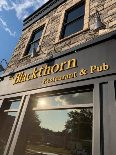 Chicken Wing Review/QB Comparison: The Blackthorn Pub