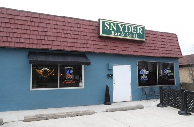 Chicken Wing Review/QB Comparison: Snyder Bar & Grill