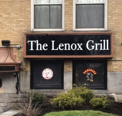 Chicken Wing Review/QB Comparison: The Lenox Grill