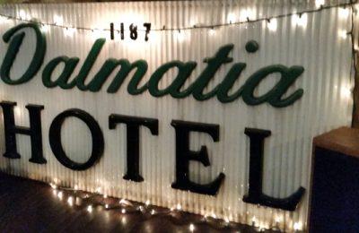 Chicken Wing Review/QB Comparison: Dalmatia Hotel