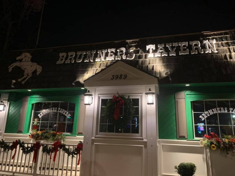 Chicken Wing Review/QB Comparison: Brunner's Tavern